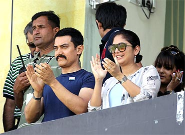 Actor Aamir Khan and his wife Kiran Rao enjoys the atmosphere ahead of the match at Mohali