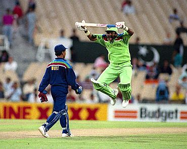 Javed Miandad mocks Kiran More, but the wicket-keeper had the last laugh.