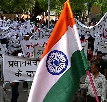 Supporters march for Anna Hazare