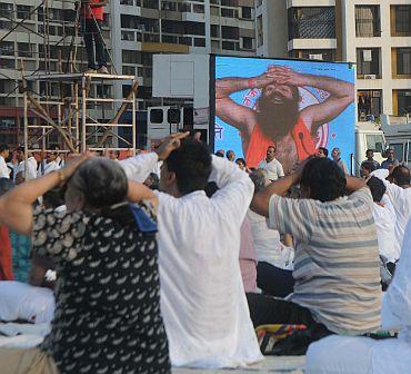 Baba Ramdev teaches yoga in Mumbai
