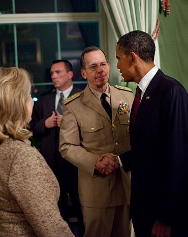 President Barack Obama shakes hands with Admiral Mike Mullen, Chairman of the Joint Chiefs of Staff