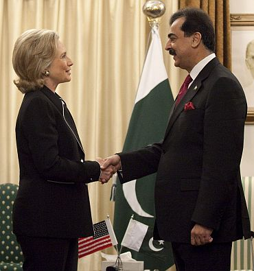 Clinton with Pakistan PM Gilani in Islamabad