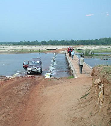 The bridge on the way to Lalgarh