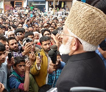 Geelani leads funeral prayers for Osama in Kashmir