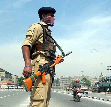 Security beefed up in Srinagar ahead of the Darbar move