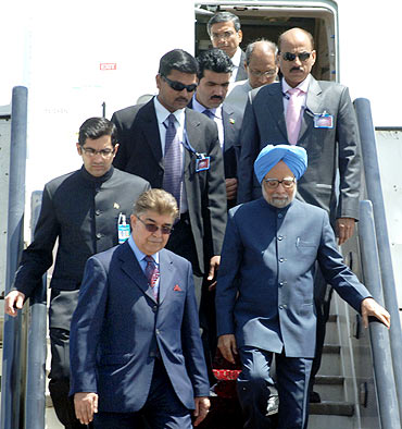 Prime Minister Manmohan Singh arrives at Kabul airport in Afghanistan