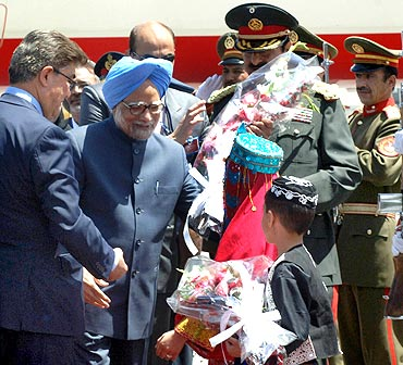 Dr Singh being welcomed on his arrival at Kabul airport in Afghanistan