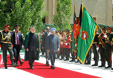 Dr Singh inspecting the Guard of Honour with President of Afghanistan Hamid Karzai