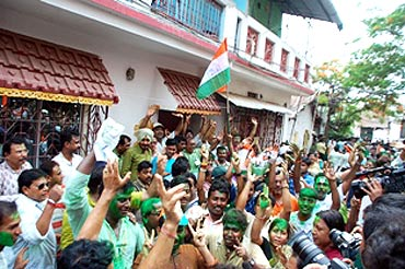 Banerjee's supporters shout slogans