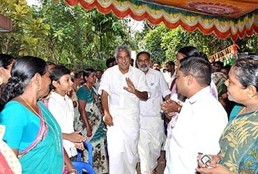 Oommen Chandy interacts with the public