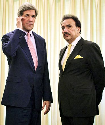US Senator John Kerry with Pakistan's Interior Minister Rahman Malik