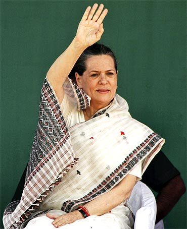 Will take steps to check illegal immigration, Sonia promises Mizoram