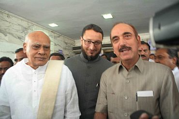 Ex-CM K Rosiah and MIM leader Uddain Owaisi with Ghulam Nabi Azad, AICC in-charge of Andhra