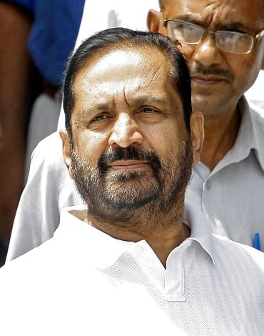 Suresh Kalmadi, former chief organiser of the Delhi Commonwealth Games, arrives at a court in New Delhi