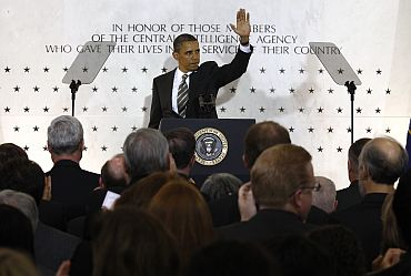 Obama waves to CIA employees