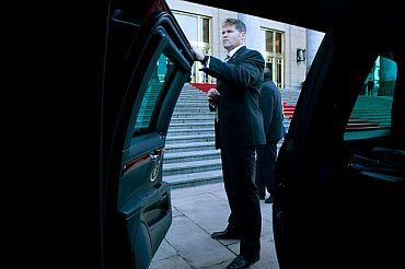 Obama shielded behind 10-inch thick bulletproof doors