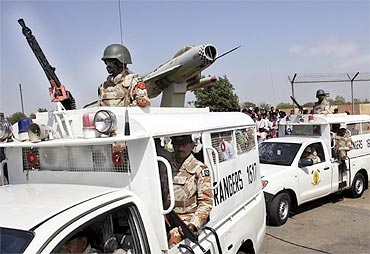 Paramilitary forces depart from the Mehran naval aviation base after troops ended operations against militants in Karachi