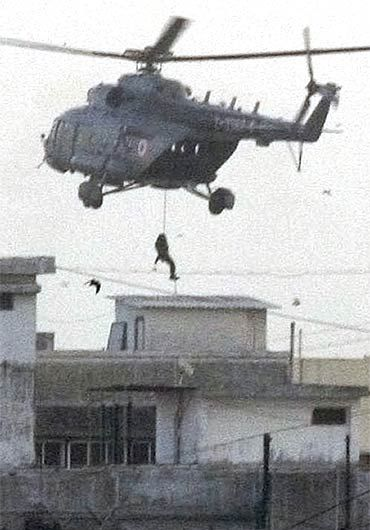 NSG commandoes para-dive atop Nariman House in Mumbai during 26/11 terror strikes