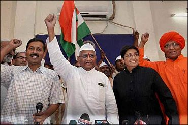 (From left) Social activists Arvind Kejriwal, Anna Hazare, Kiran Bedi and Swami Agnivesh in New Delhi (Inset) Advocate M L Sharma