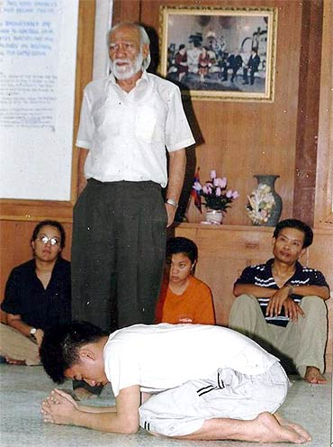 Badal Sircar conducting a workshop in Laos