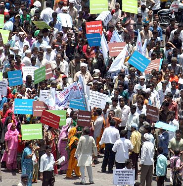 4500 families protest against Medha Patkar