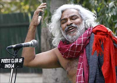 Prominent activist Gaddar feels it's time to have a brand new leadership for Telangana
