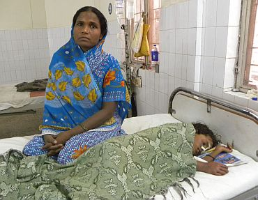 Eight-year-old Hameeda with her mother at the BRD Medical College and Hospital in Gorakhpur