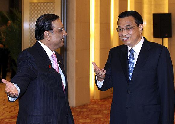 China's Vice Premier Li Keqiang with Pakistan's President Asif Ali Zardari
