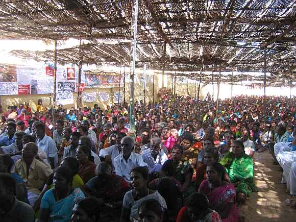Crowds at Idinthakarai