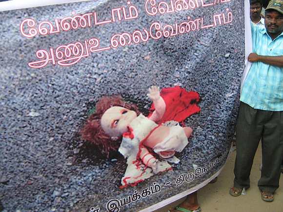 An anti-Koodankulam banner