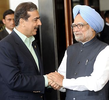 File picture of PM Singh with Pakistan PM Gilani