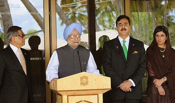 Dr Manmohan Singh, Gilani, at the joint press interaction, after the bilateral meeting, on the sidelines of the 17th SAARC Summit, at Adu Atoll in Maldives. The Union Minister for External Affairs, S M Krishna and Foreign Minister of Pakistan Hina Rabbani Khar are also seen.