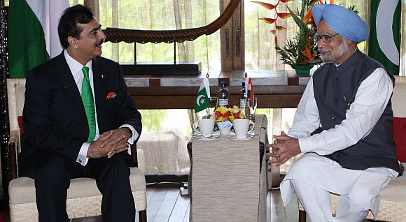 Dr Singh with Pakistan PM Yusuf Raza Gilani