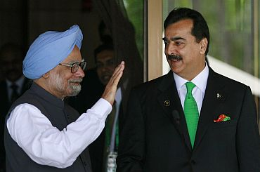 PM Singh with Pakistani counterpart Gilani during the SAARC Summit in Maldives