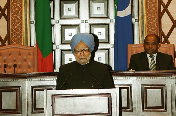 Prime Minister Manmohan Singh addressing the People's Majlis