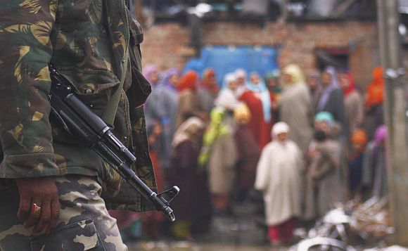 An Indian soldier in the Kashmir valley