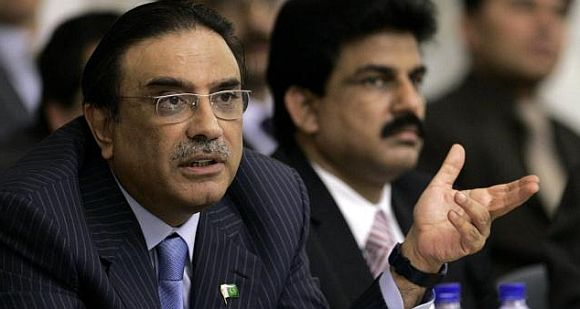 'Memogate': Pak generals angry, Zardari under pressure