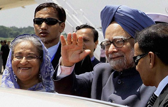 File photo of Prime Minister Sheikh Hasina with Dr singh during the latter's visit to Dhaka