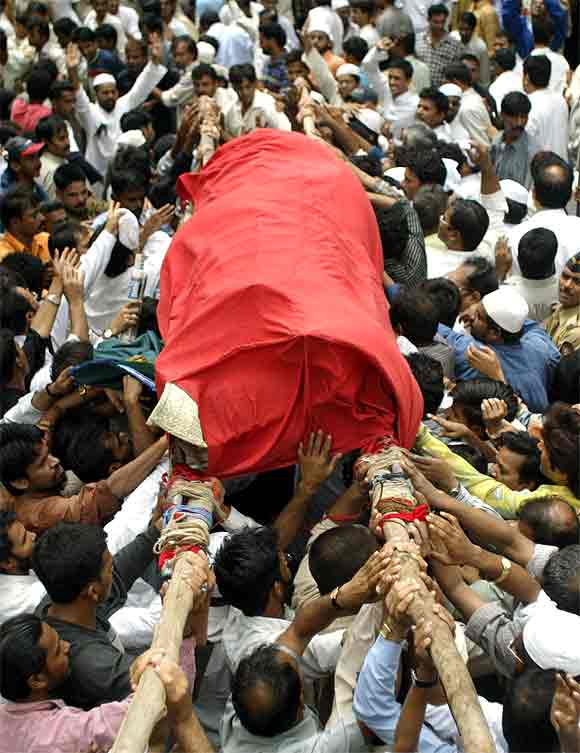 A file photo of mourners carrying the body of Ishrat Jahan