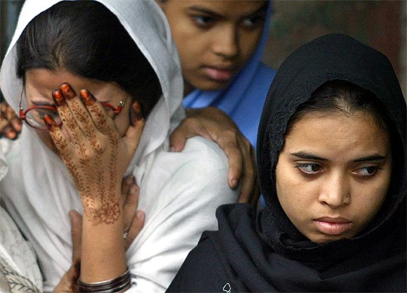 Zeenat Jahan Raza and Nuzhat Jahan Raza, sisters of Ishrat Jahan, cry during her funeral