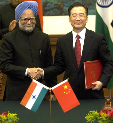 Indian Prime Minister Manmohan Singh with Chinese Premier Wen Jiabao