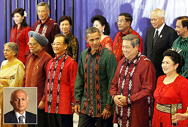 US President Barack Obama, Chinese Premier Wen Jiabao, Indonesian President Susilo Bambang Yudhoyono and Prime Minister Manmohan Singh pose with other East Asia Summit leaders in Bali and (inset) Foreign Secretary Ranjan Mathai