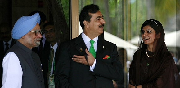 Pakistan's Prime Minister Yusuf Raza Gilani gestures as his Indian counterpart Manmohan Singh and Pakistan's Foreign Minister Hina Rabbani Khar watch during their joint news conference on the sidelines of the 17th South Asian Association for Regional Cooperation
