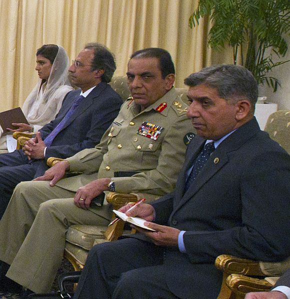 Pakistani army chief Kayani with ISI chief Pasha during a meeting with visitng US delegation in Islamabad