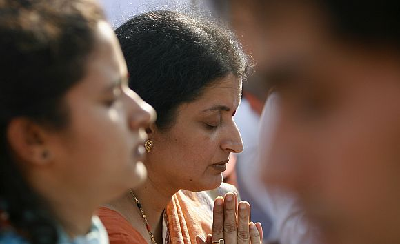 Kavita, wife of ATS chief Karkare, prays during ceremony in New Delhi
