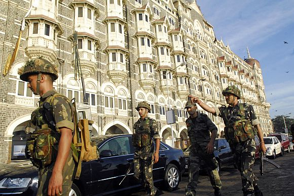 Army soldiers reinforce the Taj hotel in Mumbai during the 26/11 attacks