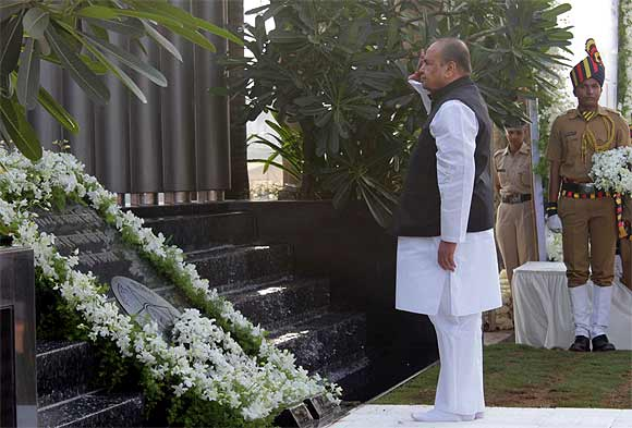 Maharashtra governor K Sankaranarayanan at the police memorial in Mumbai
