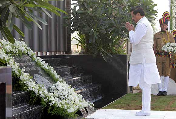 Maharashtra Chief Minister Prithviraj Chavan prays at the police memorial in Mumbai