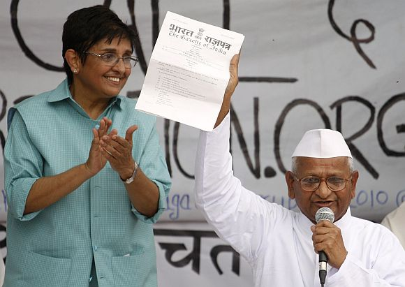 Kiran Bedi with Anna Hazare during the latter's fat to press for a stronger Lokpal Bill, in New Delhi