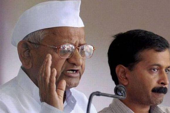 Anna Hazare with associate Arvind Kejriwal